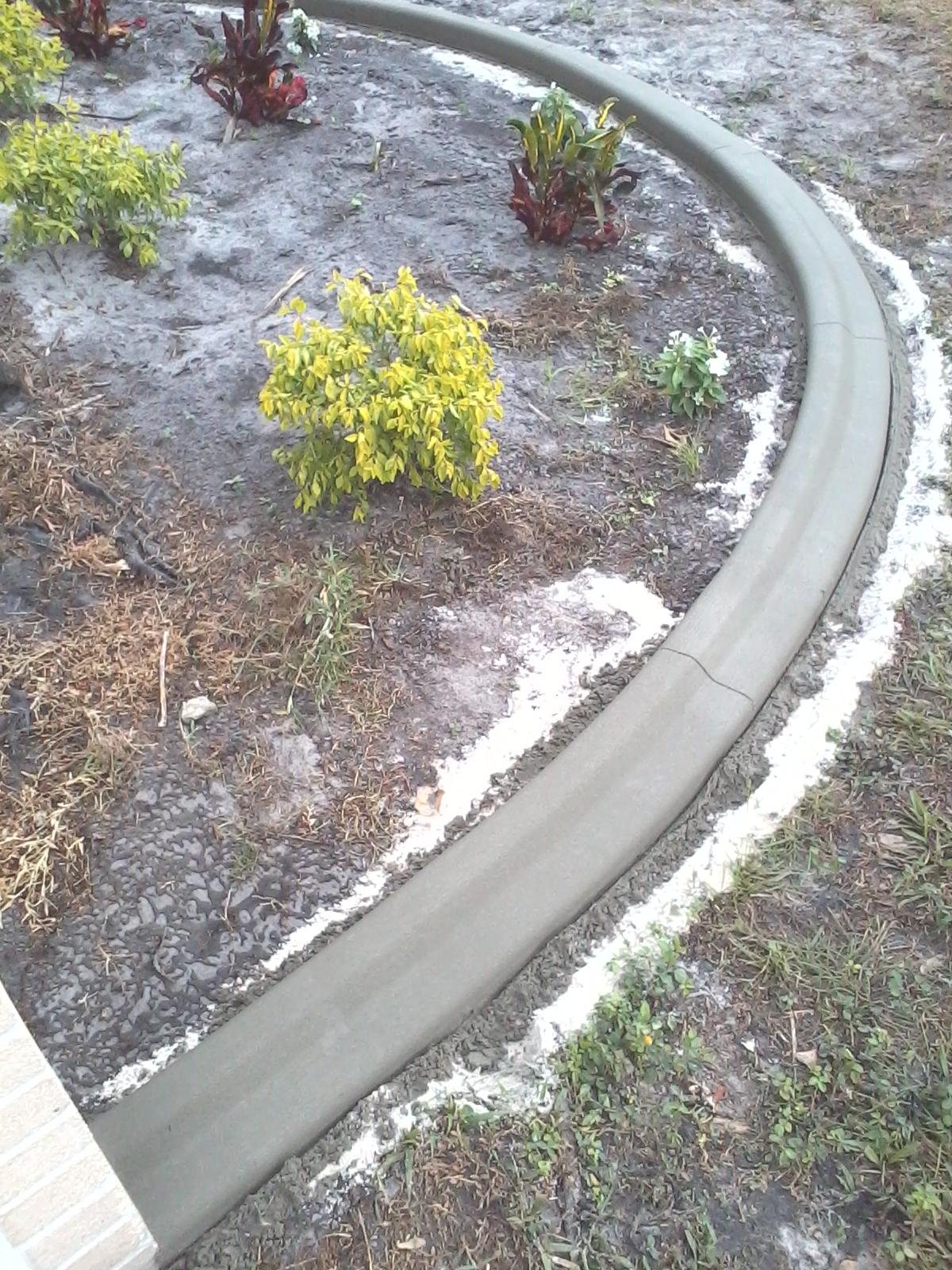 Concrete edging process curb appeal for Edging to keep mulch off sidewalk
